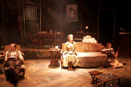 the glass menagerie at the colony theatre the glass menagerie